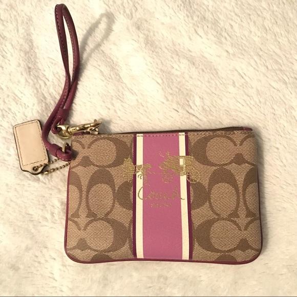 Coach Handbags - 💎👛 LIKE NEW- COACH purple wristlet